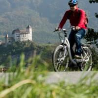 Cycle past medieval castles during your ride in Liechtenstein | Liechtenstein Marketing