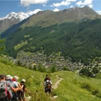 Trekkers descend to Zermatt, Haute route | Sue Badyari