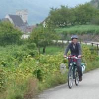 A family riding together through the Wachau region | Richard Tulloch