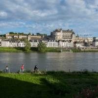 Loire cycling past the magnificent Amboise chateau | DDarrault_20