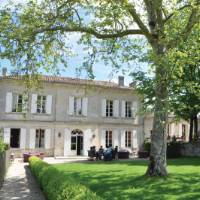 Stay in beautiful chateaux, located near vineyards, on a centre based trip in France   Deb Wilkinson