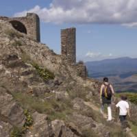 Walkers appraoching a Cathar Castle