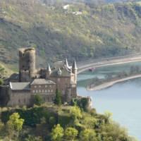 Along the Rheinsteig pass by the Katz Castle