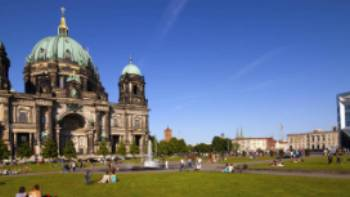 Berlin Cathedral provides a superb backdrop for those relaxing in Lustgarten Park | Joachim Messerschmidt