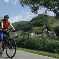 Cycling along the Moselle Bike Path   Moselle Tourism