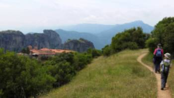 Approaching Varlaam monastery in Meteora | Hetty Schuppert