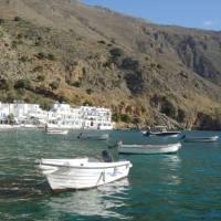 The small fishing village of Loutro on the Greek island of Crete | Hetty Schuppert
