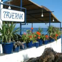 Tavern overlooking the water in Loutro, Crete | Hetty Schuppert