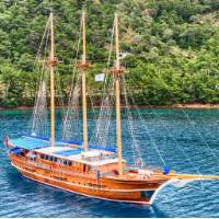 Enjoy your holiday in Greece aboard the premium boat Thalassa   Island Hopping