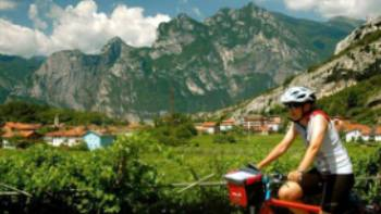Cycle past spectacular scenery outside of Bolzano | Sue Badyari