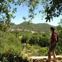 Walking on the Aracena trek | Lucy y Angel