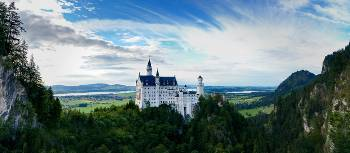 The fairytale view of Neuschwanstein Castle in Bavaria | Skeeze