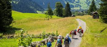 A family hiking in the Alps | Thomas Larner