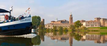 Travel past authentic Italian villages by bike or boat in the Veneto region | Giro Libero